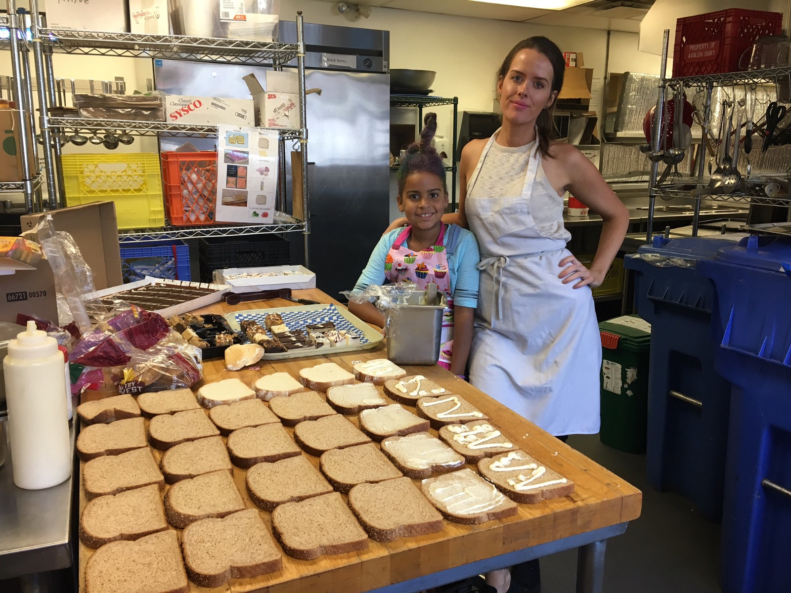 Lindsey and her daughter, Penelope, volunteering at the local Salvation Army.